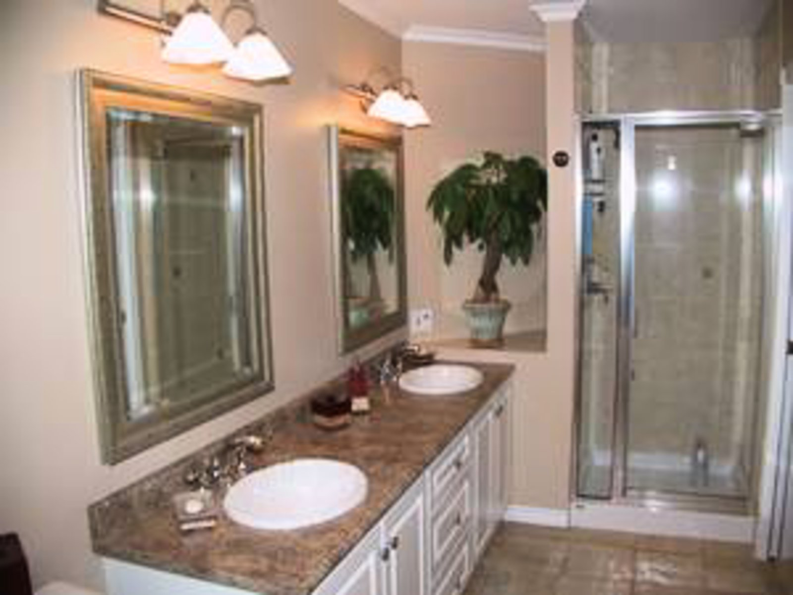 Master Bathroom 2 sinks, heated titled floors, jacuzzi tub