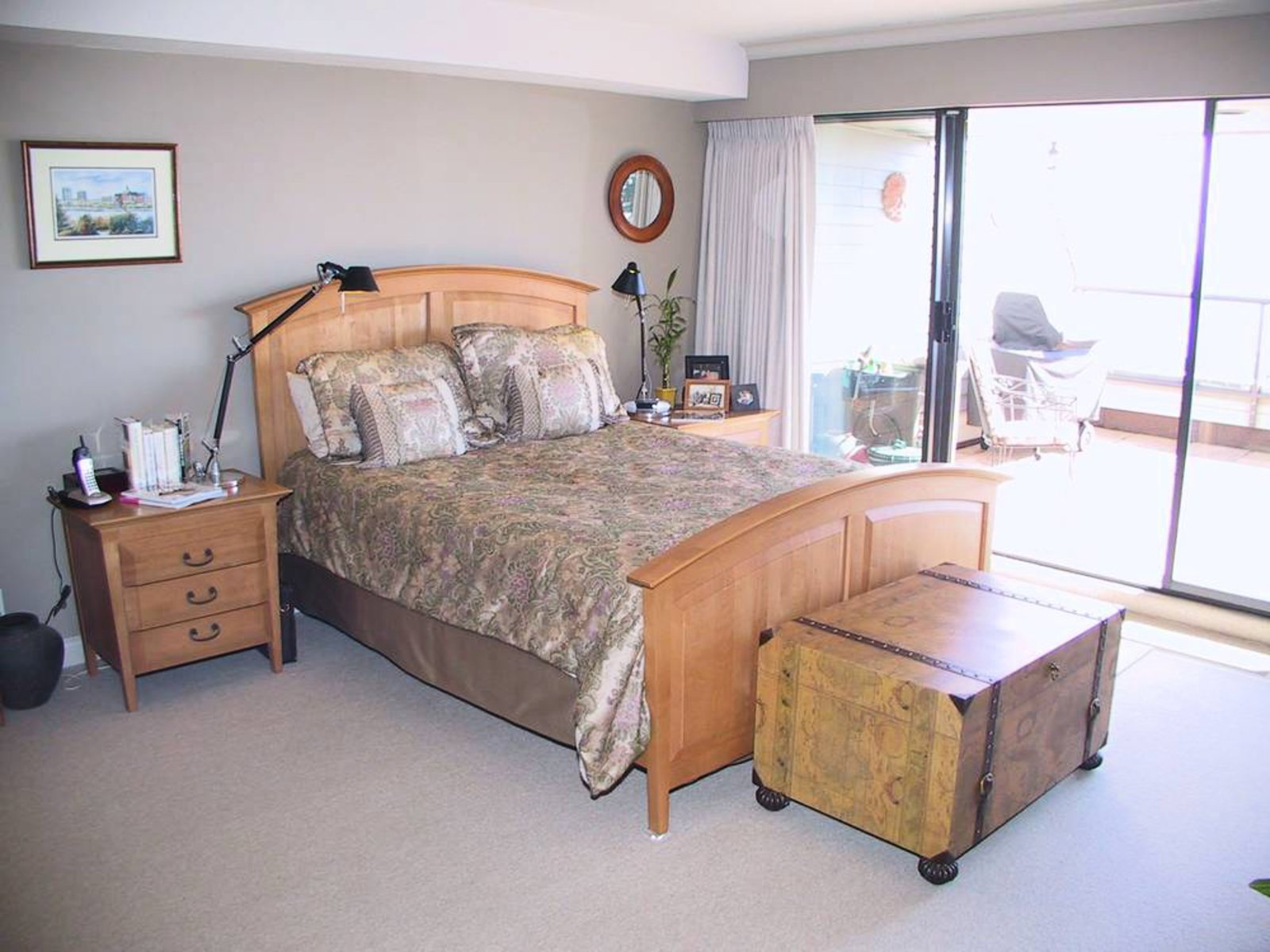 Master Bedroom with ocean view, walk-in closet and 3 piece ensuite.