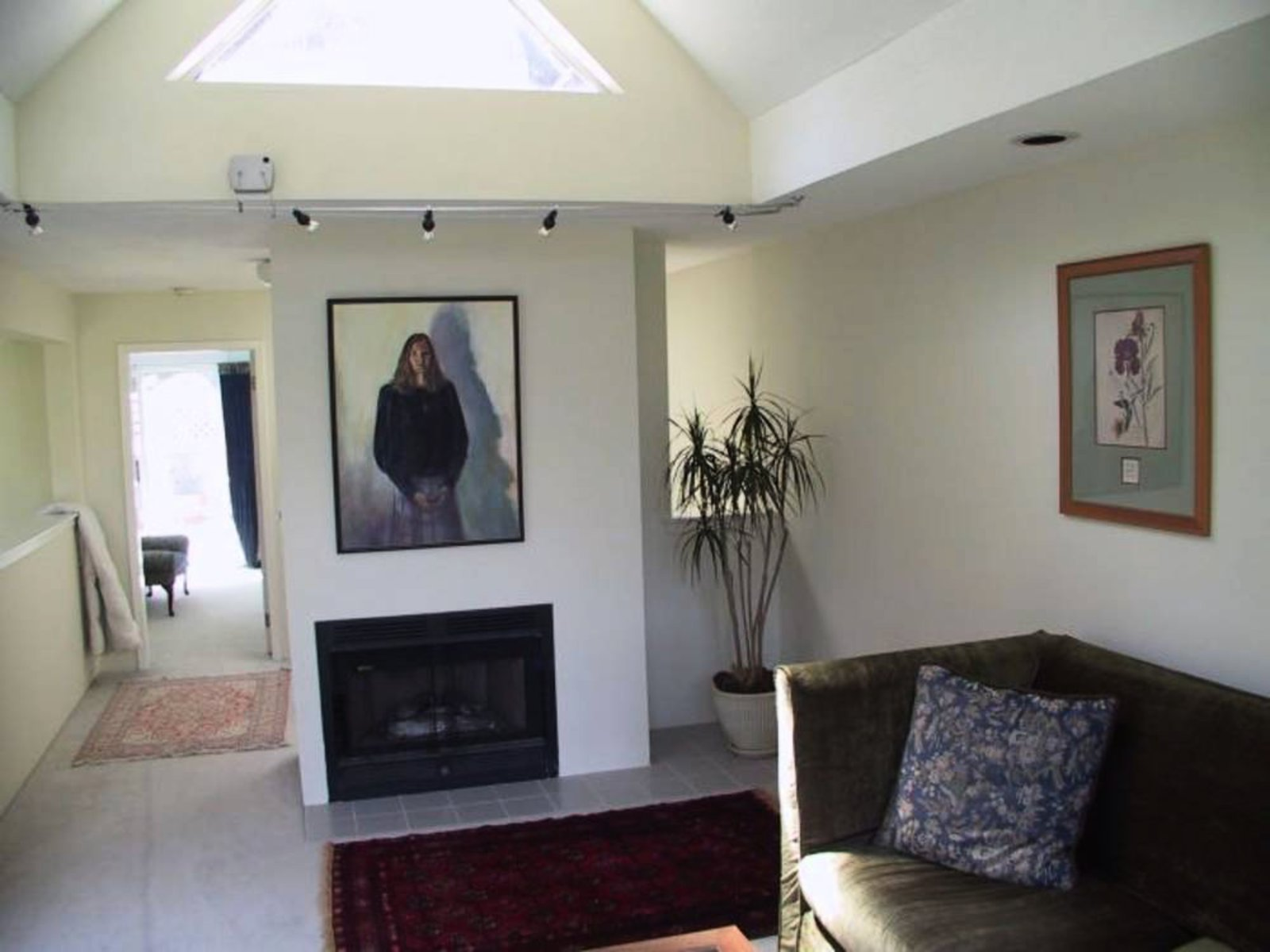 Living Room Fireplace Vaulted Ceiling