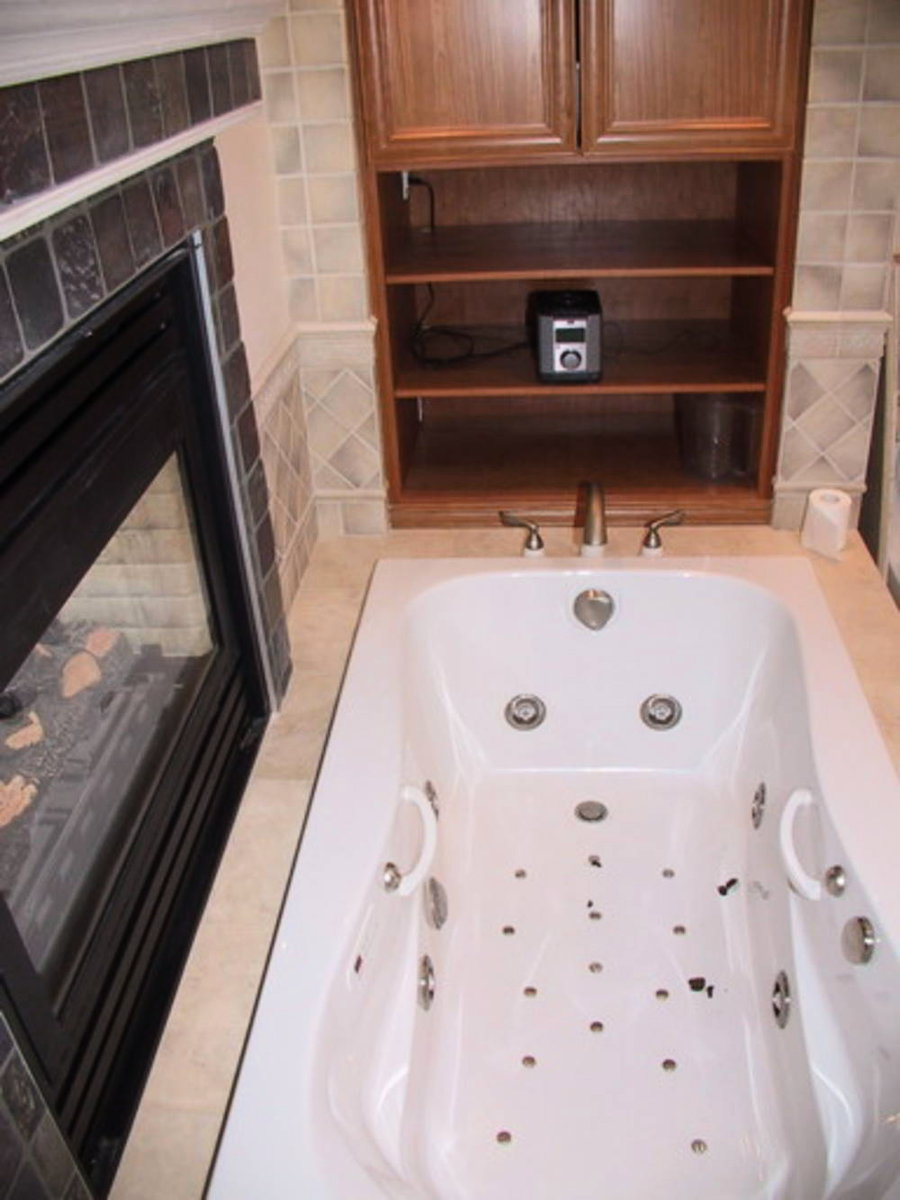 Master Bedroom Ensuite Jetted tub, gas fireplace, heated floors