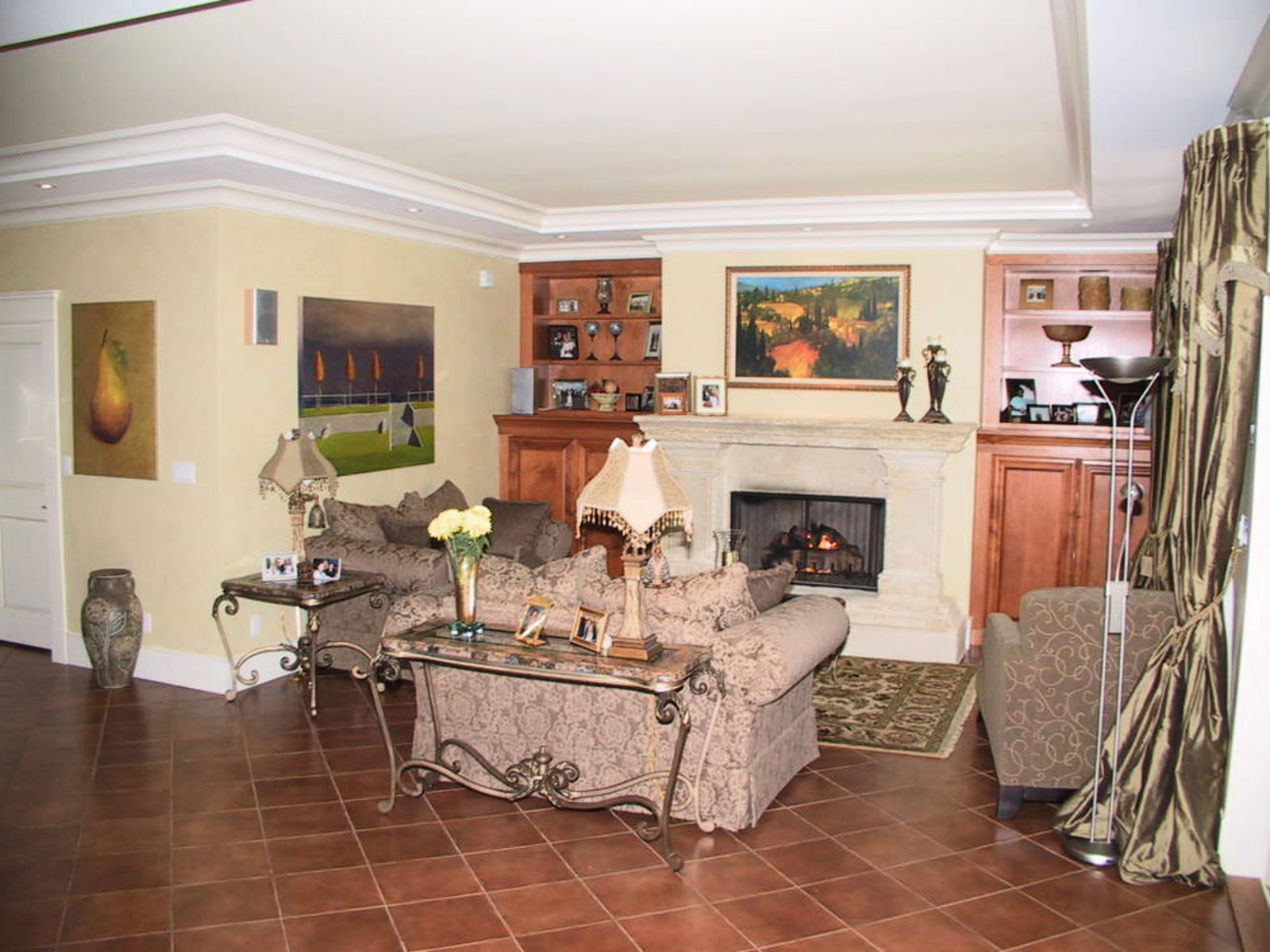 Family Room Suquet gas fireplace
