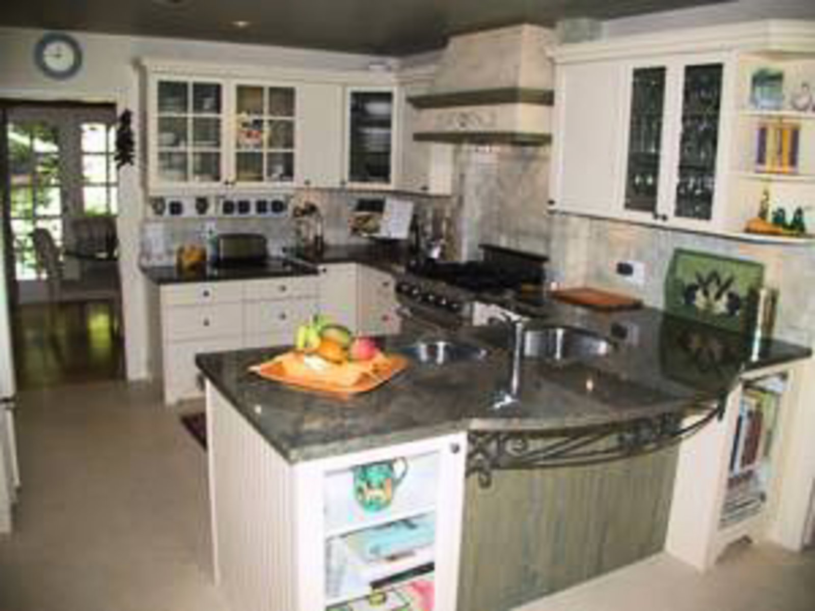 Gourmet Kitchen Top of the line appliances- subzerom Mielle, granite countertops