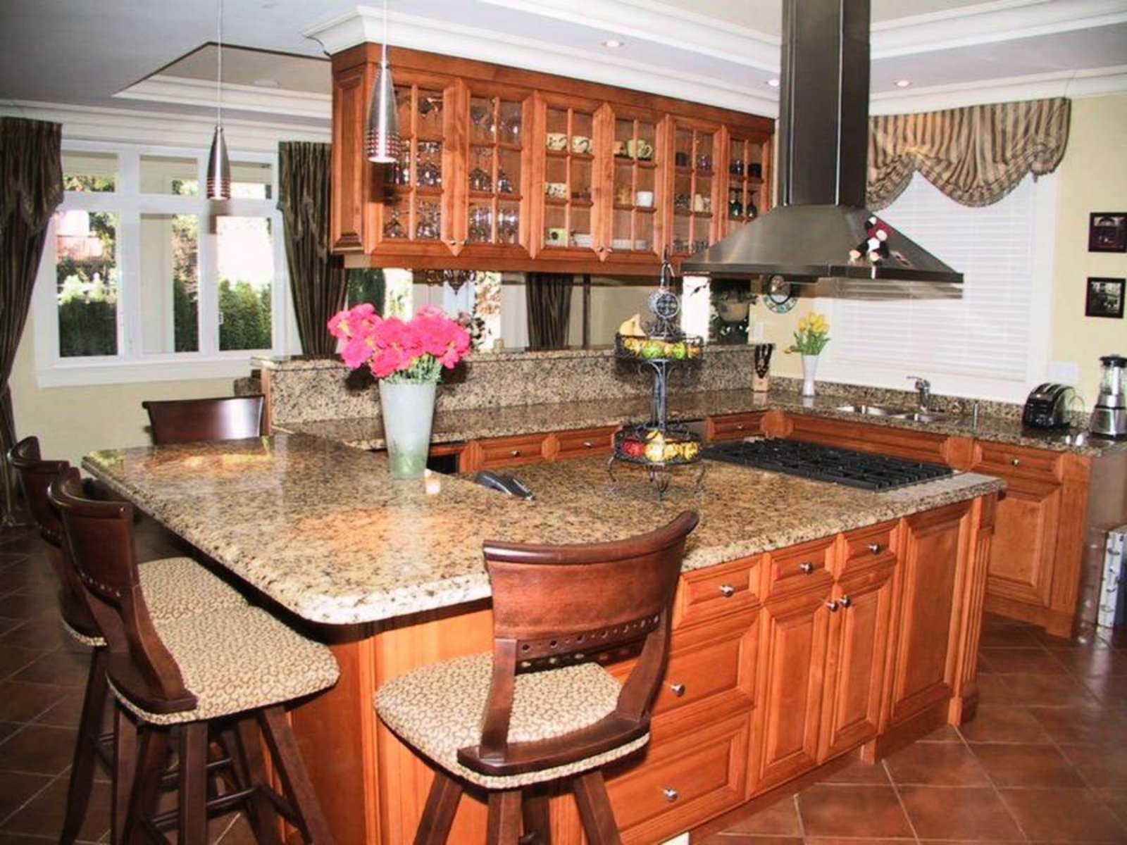 Kitchen Stainless steel appliances, wine fridge, granite countertops, Breakfast bar.