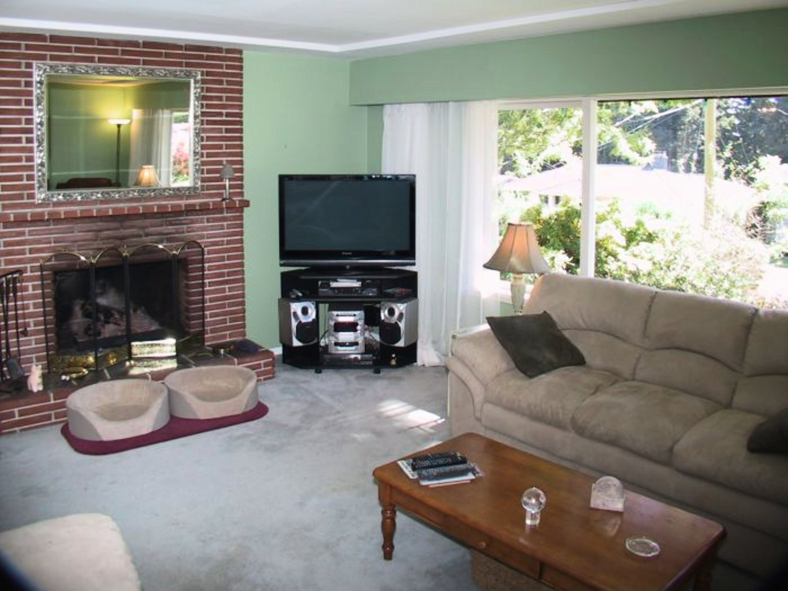 Living Room Up Gas Fireplace