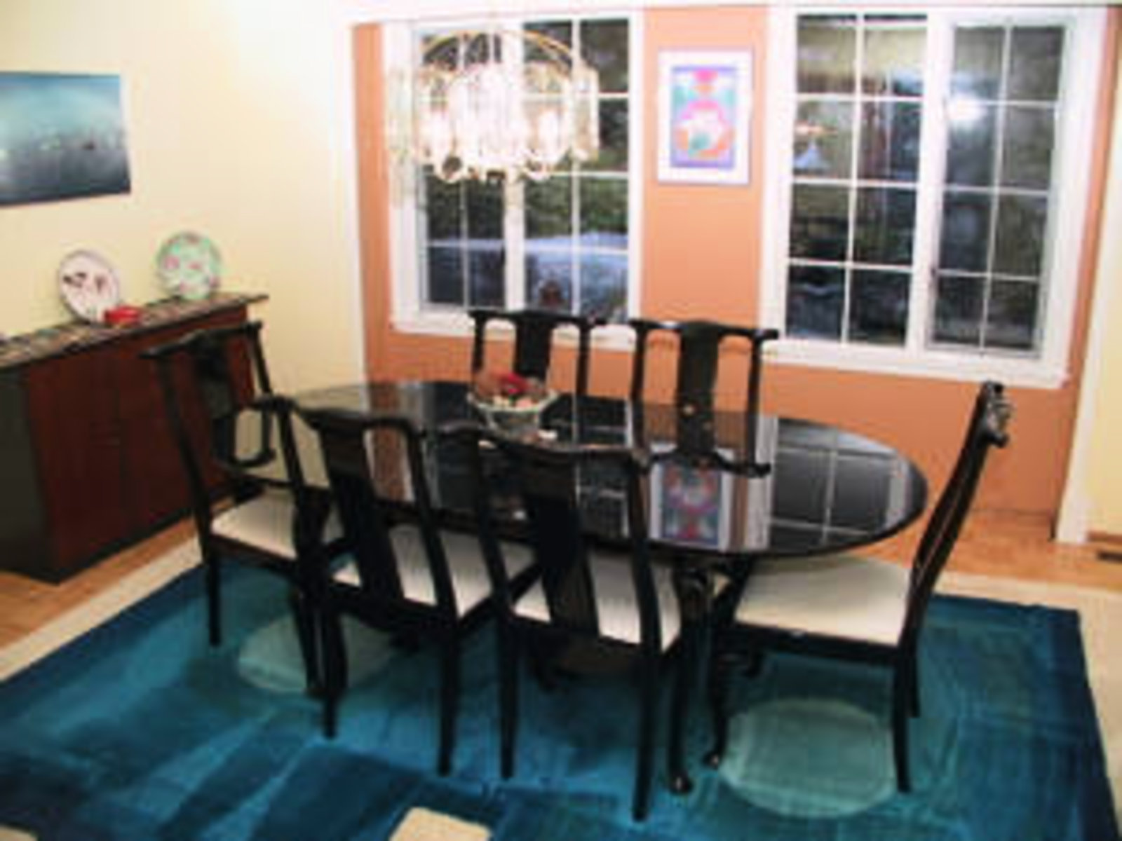 Dining Room Hardwood floors and room to accomodate large dinner parties