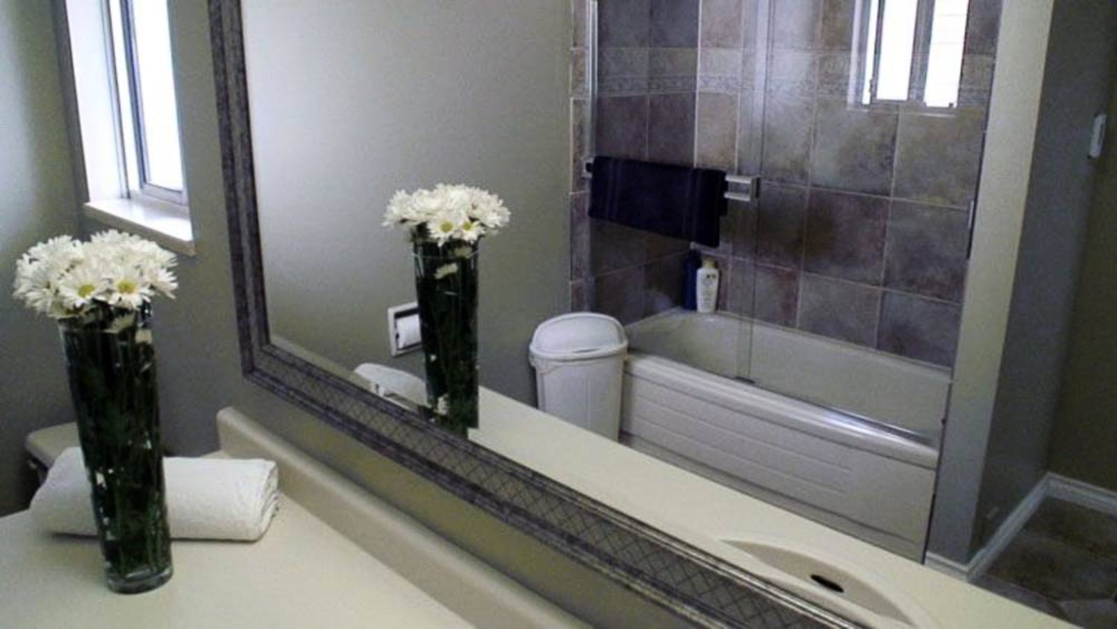 2nd Upper Floor Bathroom
