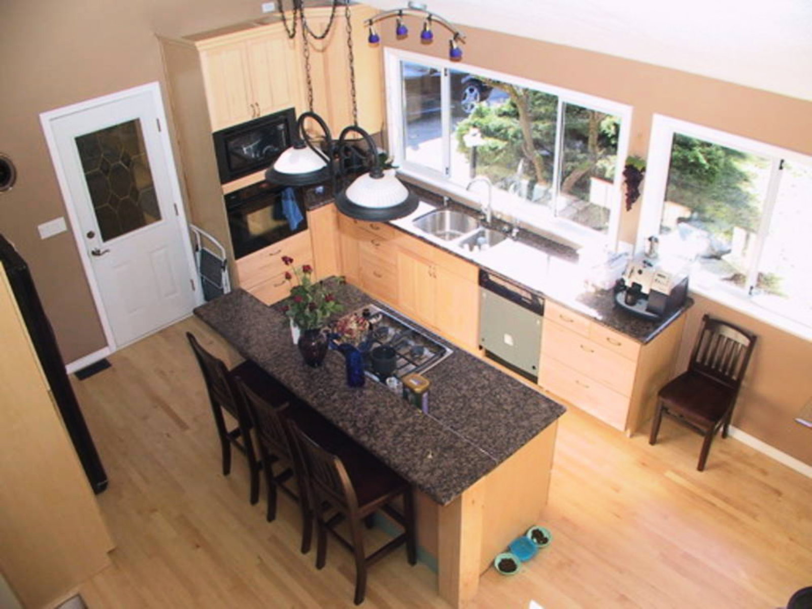 Kitchen Granite countertops, mable cabinets, vaulted ceilings, top of the line appliances