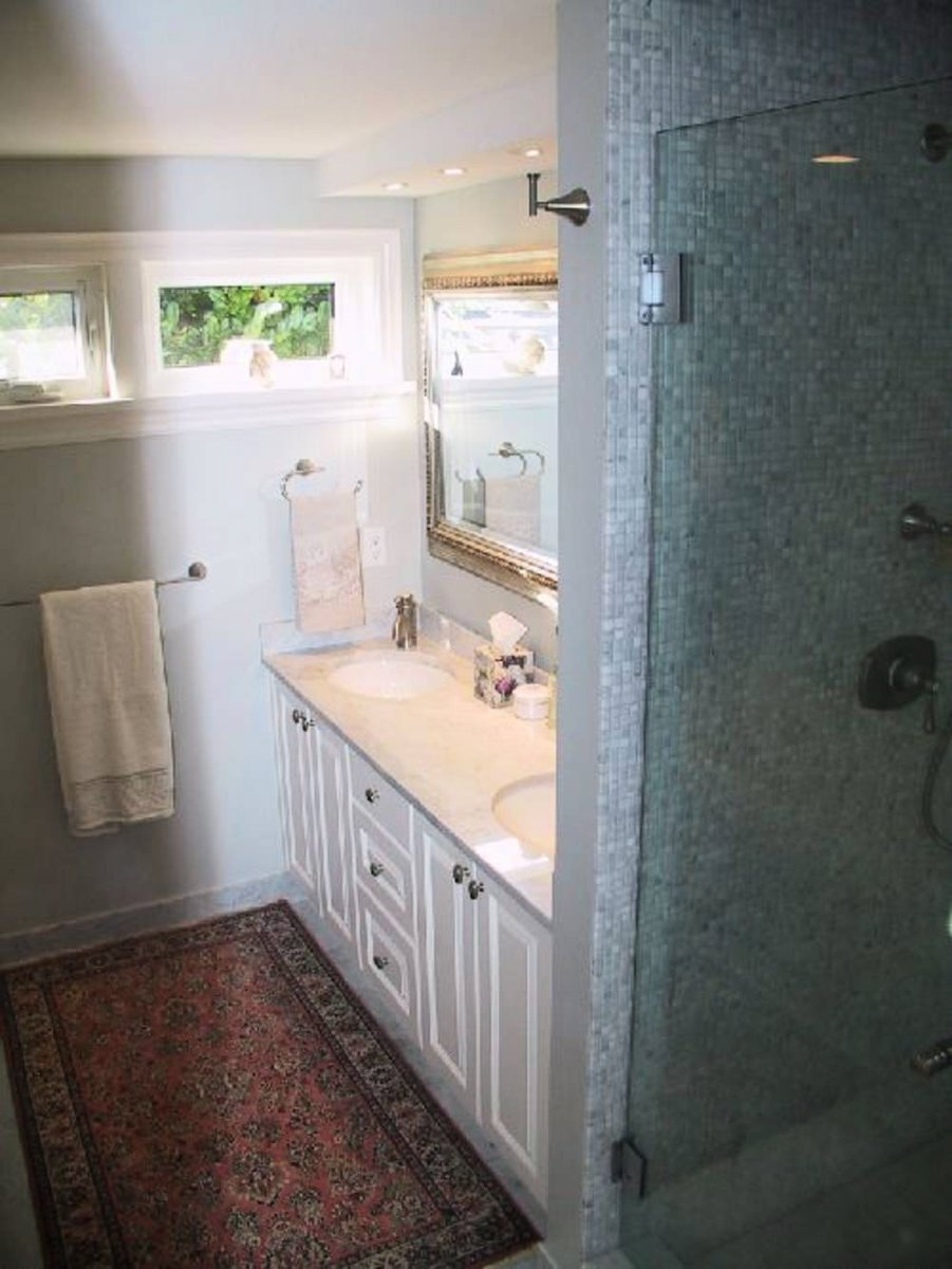 Main Bathroom Large jetted soaker tub, Italian marble countertops, heated floors, separate shower, 2 sinks.