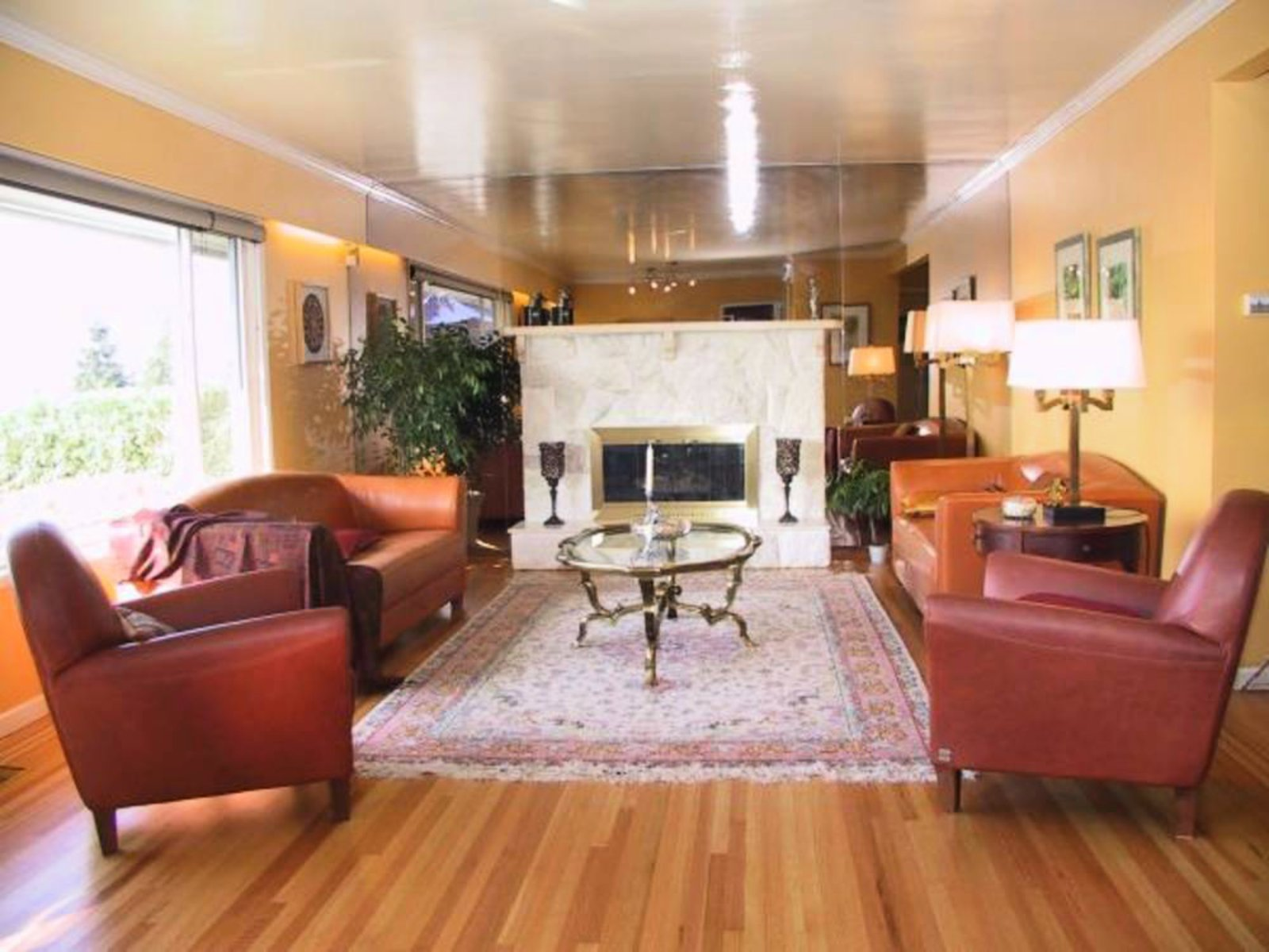Living Room Gas Fireplace Hardwood Floors