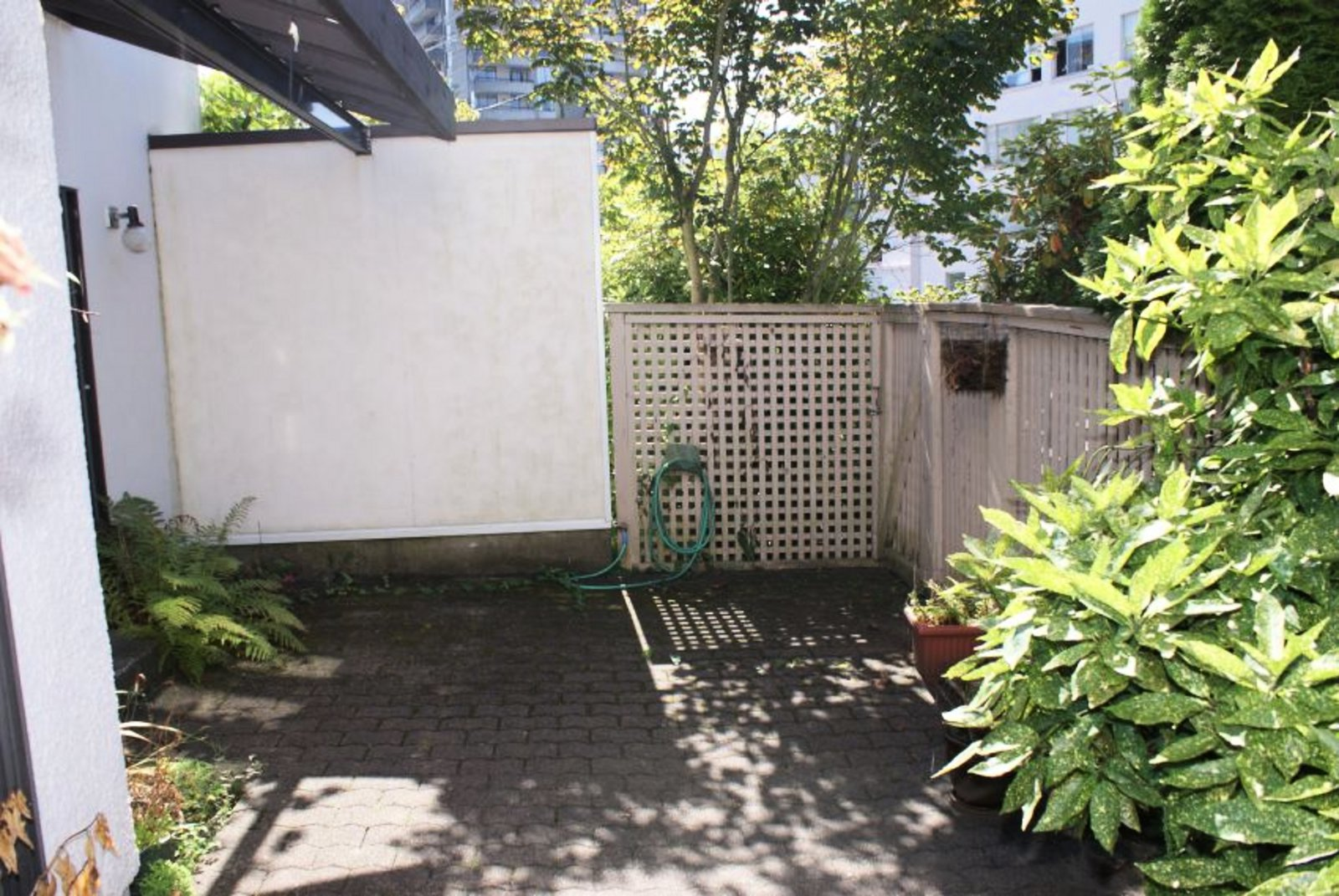 Private Courtyard with Street Entrance