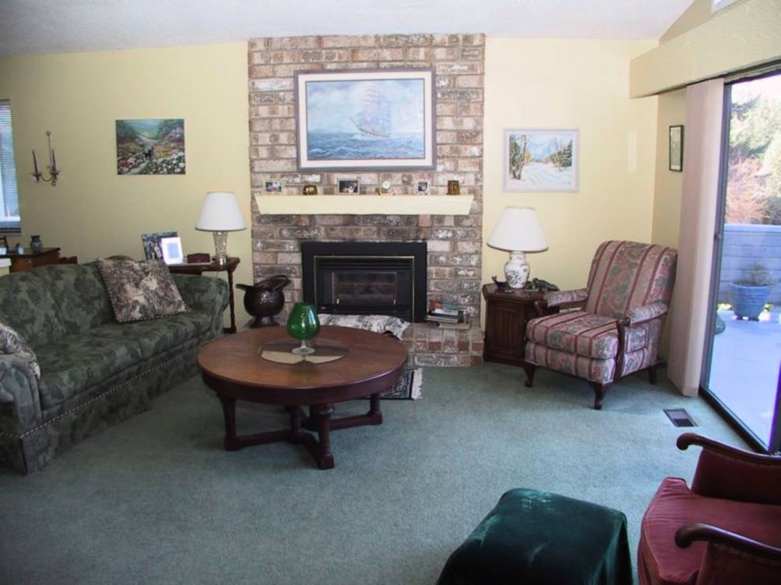 Living Room Gas fireplace, vaulted ceilings, ocean view, access to sundeck.