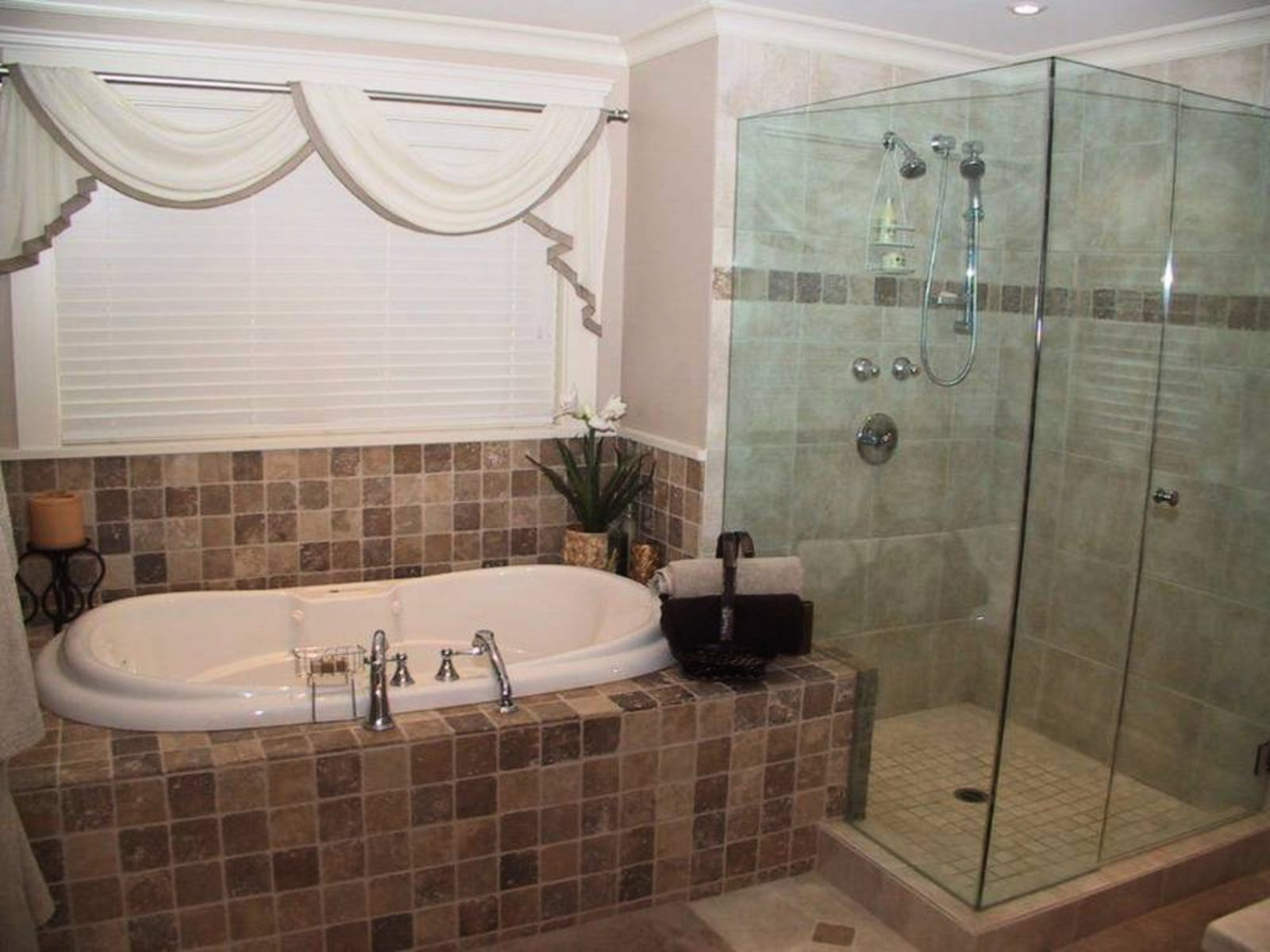 Master Ensuite Jetted jacuzzi tub, oversized shower